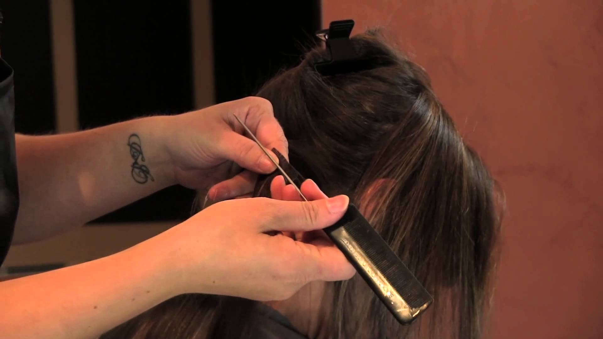 installing-colored-hair-extensio